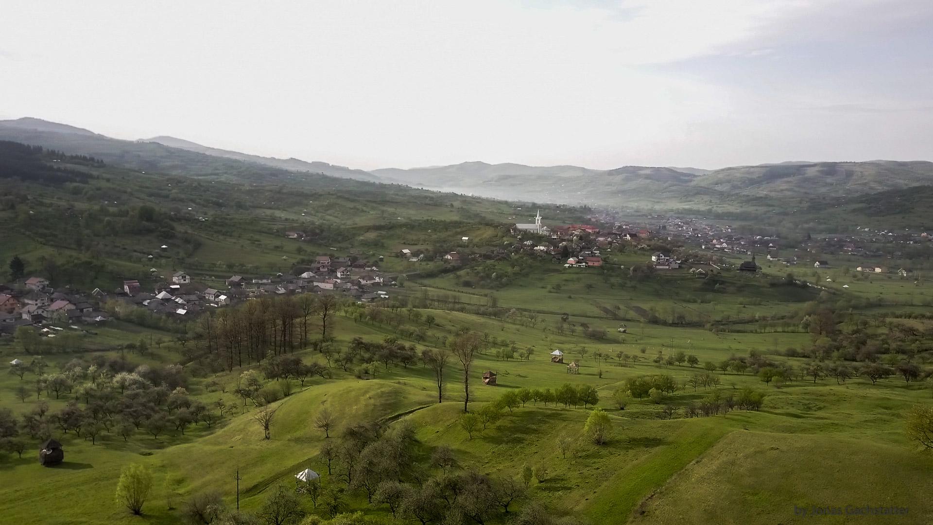 Blick auf Rona de Jos, Maramureș, Rumänien
